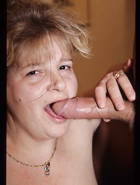 Naked mature deals a large dong in both the pussy and ass