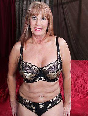 Rae Hart aka Phoenix Skye masturbating