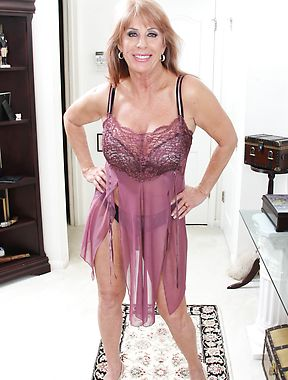 Older lady sexy nude photos