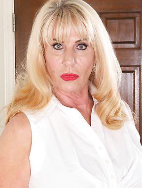 Sexy mature blonde solo