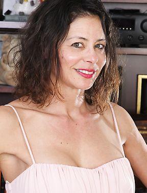 Mimi Love solo photo gallery