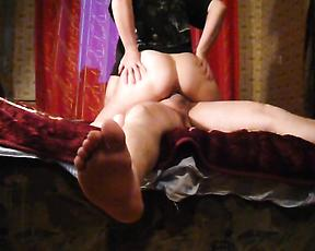 Secret cam home porn with the naked mommy