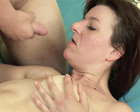Mommy makes a good impression first time fucking on cam