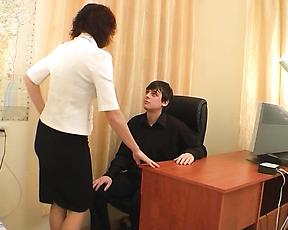 Mature secretary fucked by the new guy in slutty modes