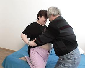 Fat mature mom fucked in doggystyle
