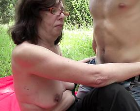 Granny feels young inches in her during outdoor sex