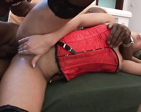 Sexy nude milf shakes the cock like she's a pro