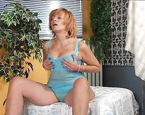Mature works her furry pussy in extra spicy solo scenes