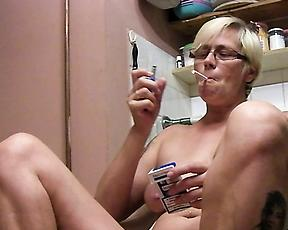 Smoking granny in kinky foot fetish home scenes