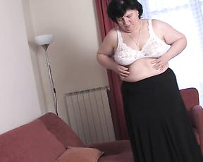Fat granny reaches orgasm in full solo home scenes