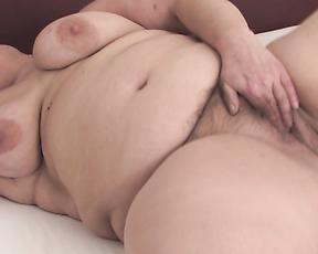 Fat woman masturbates on cam and provides insane BBW fetish