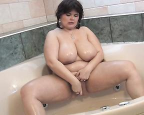 Chubby mature pounds her pussy and ass in a raw solo