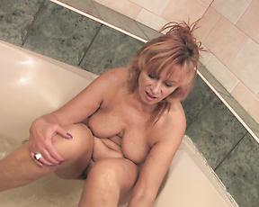 Horny mature with saggy tits, naughty finger fucking solo
