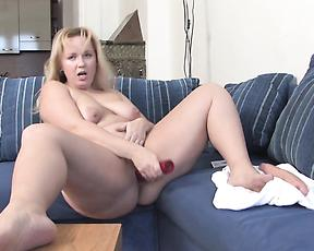 Mature strips naked and goes wild with her toy cocks