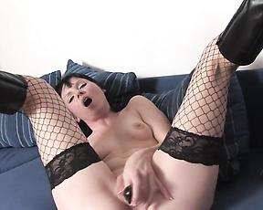Slim milf plays harsh on her pink pussy and ass