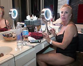 Steamy mature is ready to go on set and masturbate