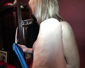 Cougar mature wants to try her new dildo on cam