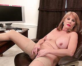 Soft finger fucking at work for a naked mature