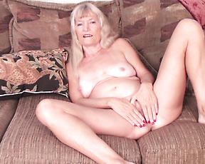 OLD Blonde rubs pussy in kinky manners during a hot solo