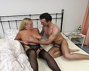 Busty mature sure knows what to do with the tasty dick