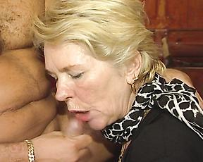Mature woman spreads legs to fuck while at the bar